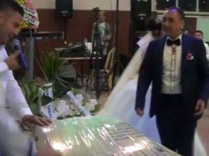 Düğün hediyesi olarak market sepeti getirdi