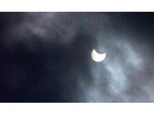 Çanakkalelilerin Güneş Tutulmasını Görme Hevesi Yarım Kaldı