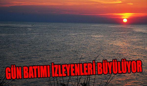 Karadeniz'de gün batımı mest ediyor