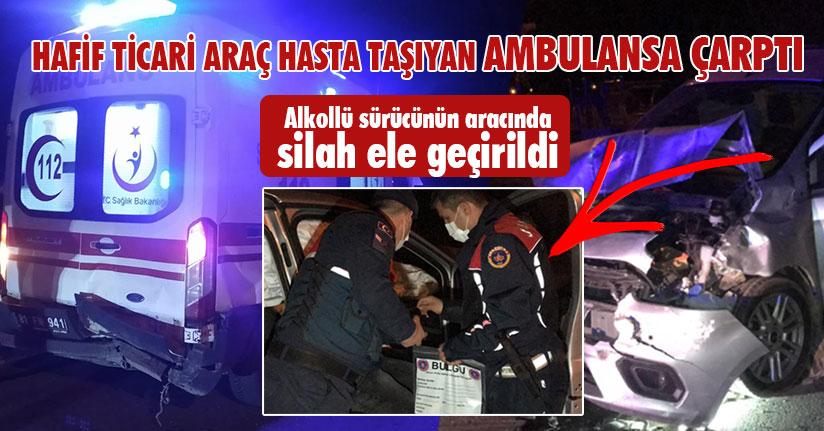 Hafif Ticari Araç Hasta Taşıyan Ambulansa Çarptı
