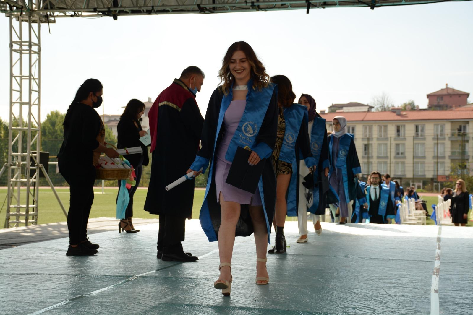 Düzce Üniversitesi'nde mezuniyet coşkusu yaşandı