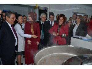 Kuşadası'nda Yemek Fabrikası Açıldı