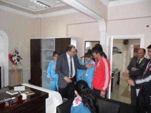 Yunak'ta Başarılı Halterci Öğrencilere Ödül