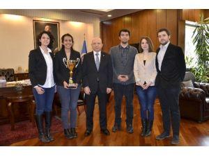 ABD'deki Duruşma Yarışmasında Türkiye'yi AÜ Hukuk Öğrencileri Temsil Edecek
