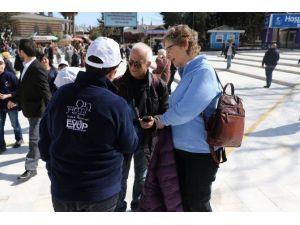 Eyüplü Öğrenciler, Turistlere Rehberlik Yapıyor