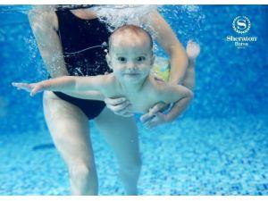 Bebekler Sheraton Bursa'da Yüzme Öğreniyor