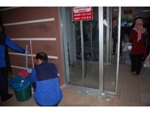Hasta Yakını, Hastane Camlarını Kırdı