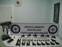 Polis baskınında 16 tabanca ele geçirildi